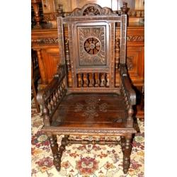 Большое резное кресло