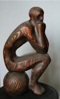 Декоративная скульптура Человек на шаре