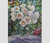 Белые розочки в саду