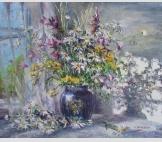 Полевые цветы в синей вазе